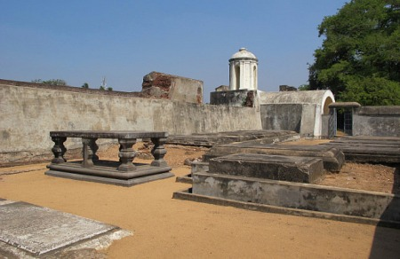 sadras_tombs-in-dutch-fort